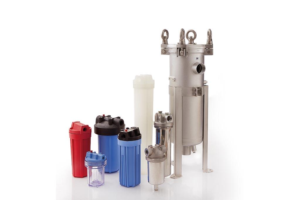 verschiedene Filtergehäuse (zum Beispiel Beutelfiltergehäuse aus Edelstahl oder Kerzenfiltergehäuse aus Polypropylen) von Causa, der Handelsmarke von Infiltec